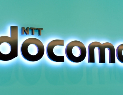 DOCOMO Achieves 5G Communication Between High-speed Bullet Train and Experimental Base Stations