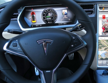 Tesla and Regulators Criticized Over Role of Autopilot in Crash