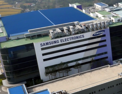 Samsung Announces Record Q3 Operating Profit, Signals Caution in Semiconductors
