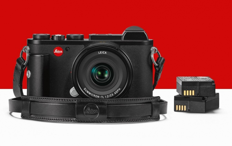 Leica Releases the Leica CL Street Kit For Reportage Photography