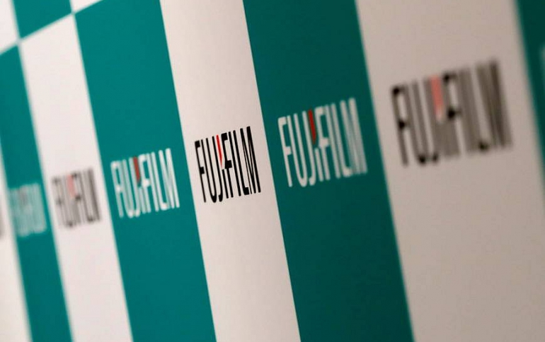 Fujifilm Develops Projector Featuring High-performance FUJINON Lens